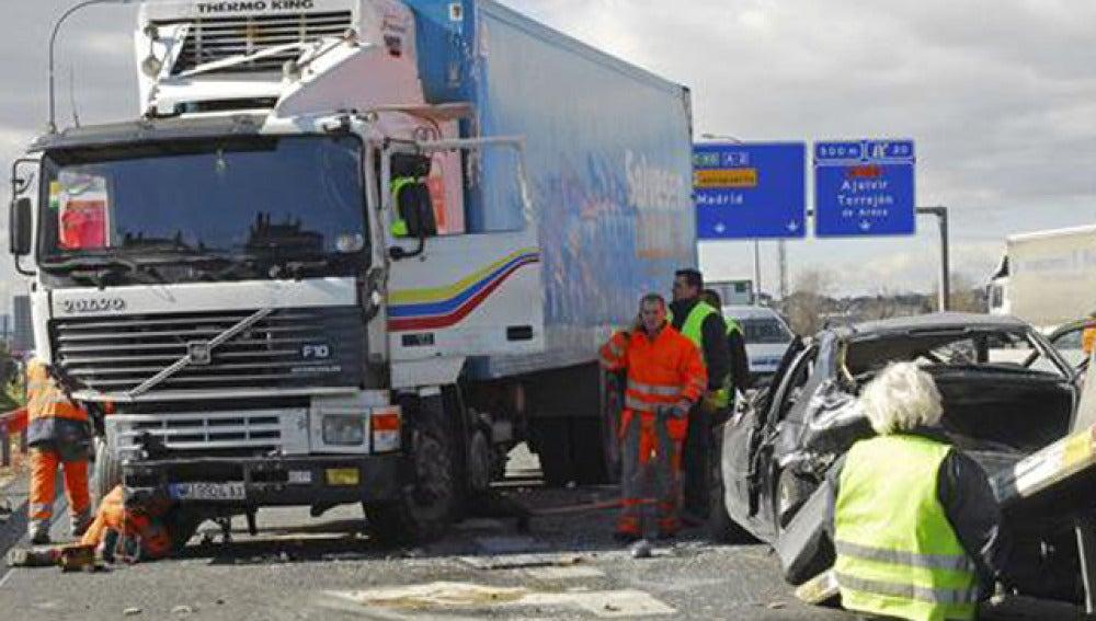 Camión implicado en un accidente en la A-2