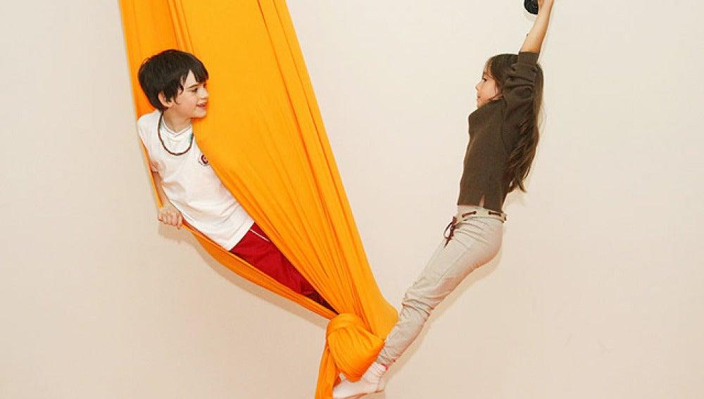 Carlitos y Lucía juegan en el circo