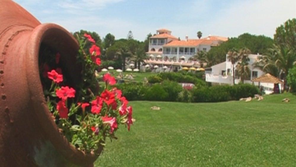 Un hotel con ferraris a disposición de los clientes en El Algarve