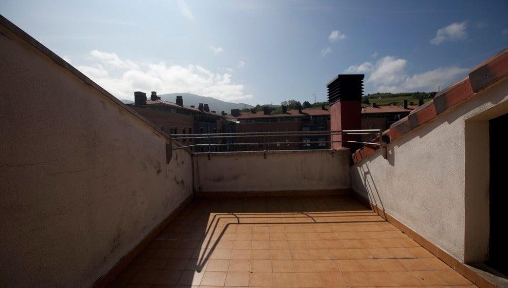 Yolanda Alzola decora la pequeña terraza de un ático