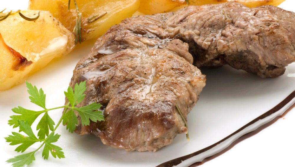 Bocado de la reina con patatas al romero y salsa dulce