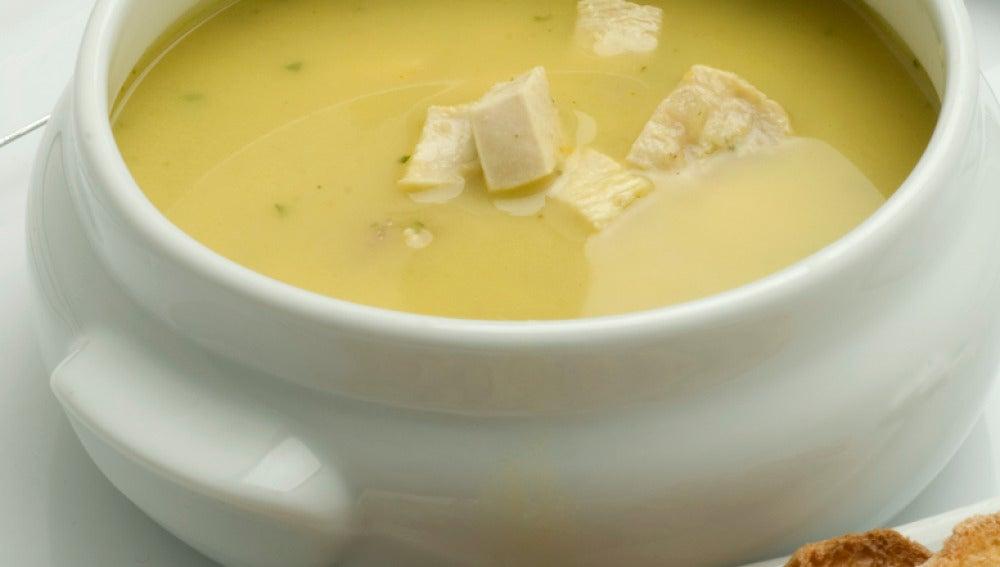 Sopa de gallina al curry