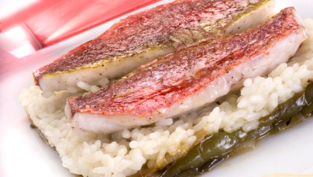 Salmonetes asados con arroz