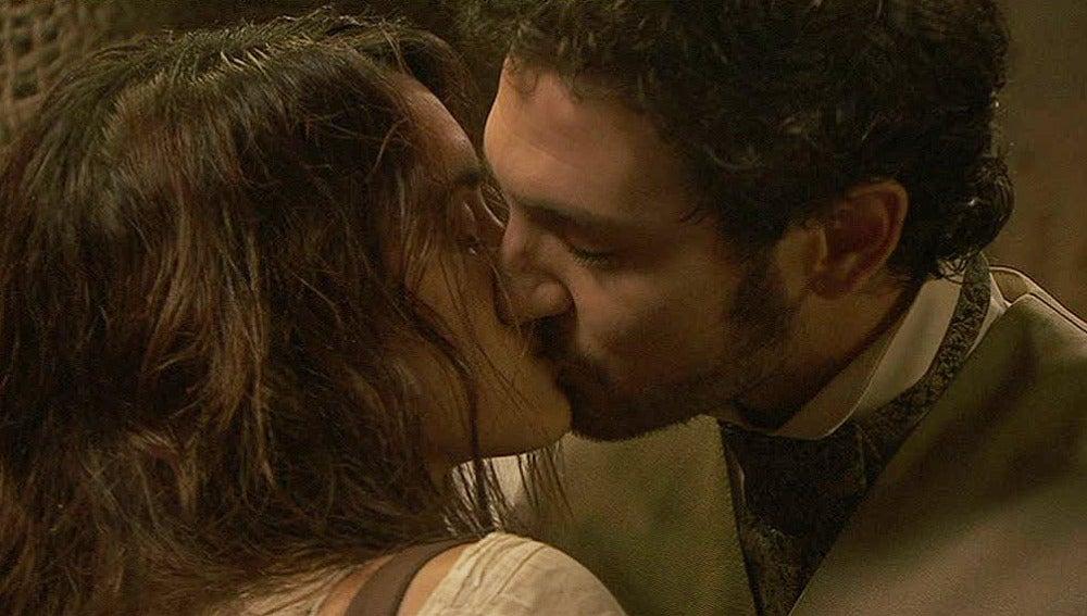 El esperado beso entre Pepa y Tristán
