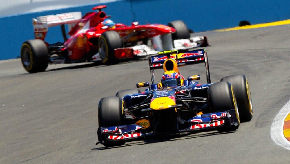 Alonso persigue a Webber en Valencia