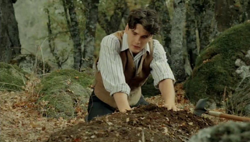 Julio entierra a Cristina