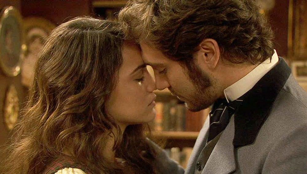 Tristán y Pepa, a punto de besarse