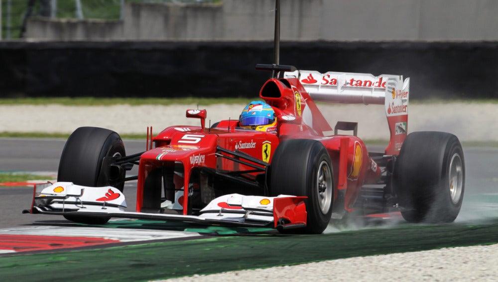 Alonso realiza una frenada en Mugello