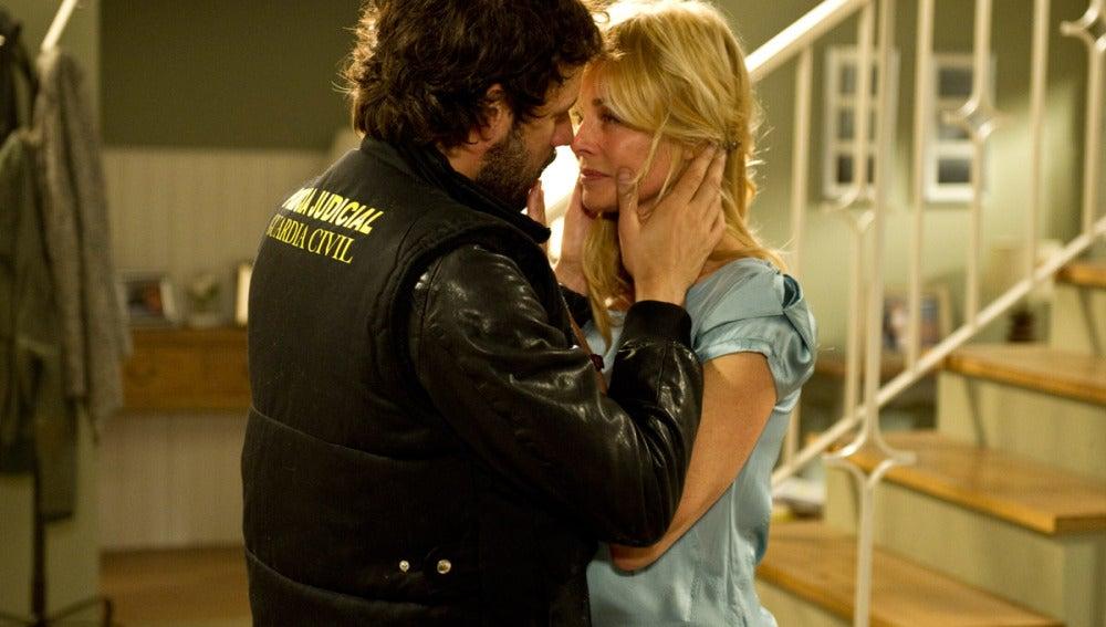 Raúl y Sara, a punto de besarse