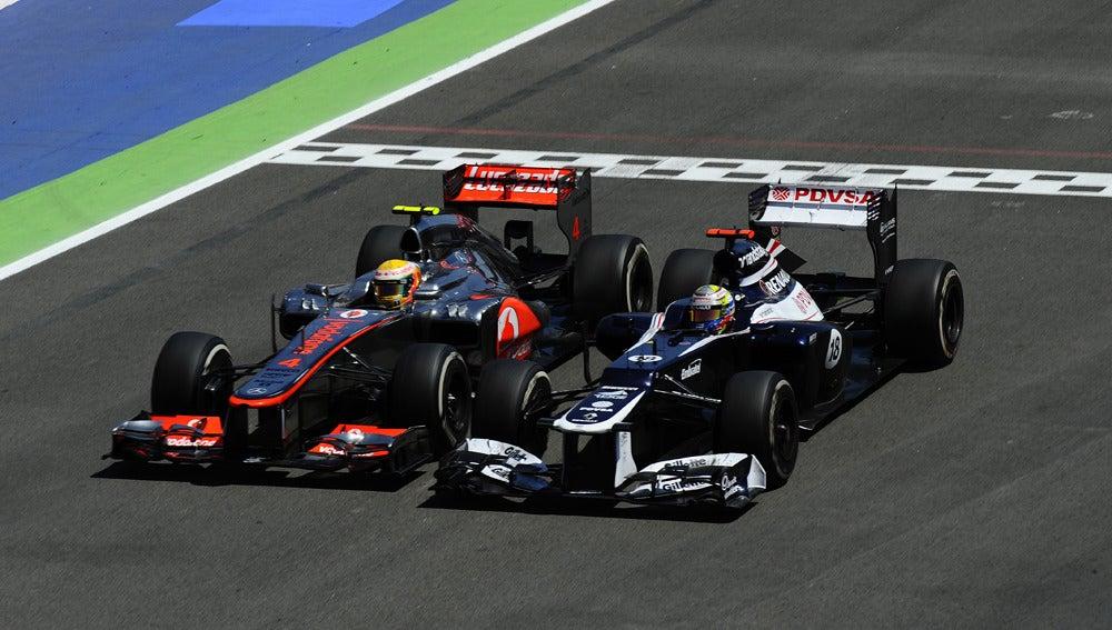 Maldonado lucha con Hamilton