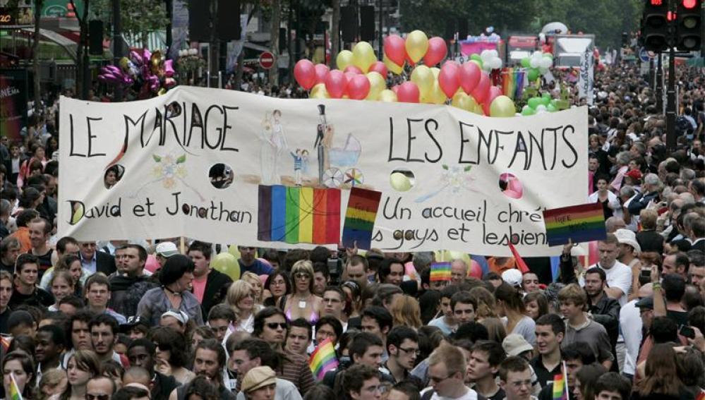 Más de la mitad de los franceses, a favor del matrimonio y de la adopción gay
