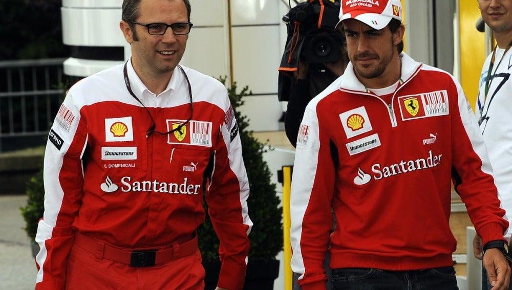 Domenicali y Alonso, en el paddock de Spa
