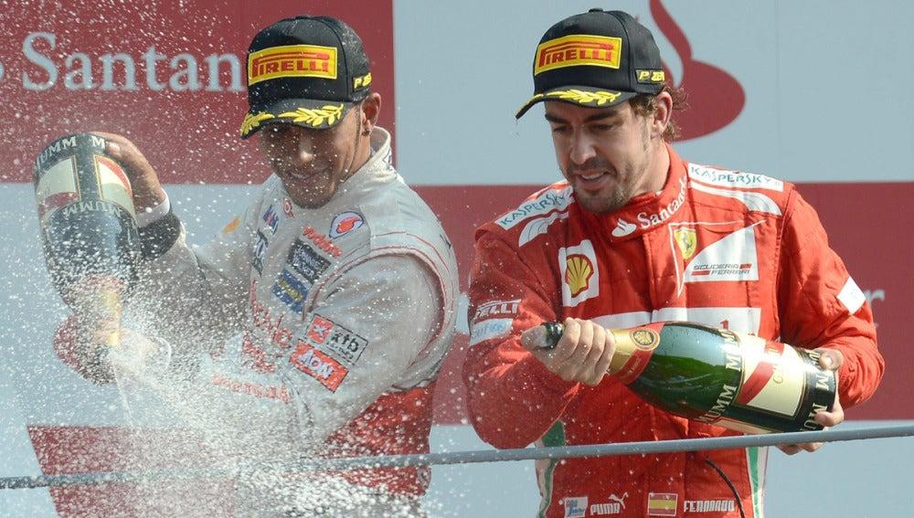 Hamilton y Alonso en el podio
