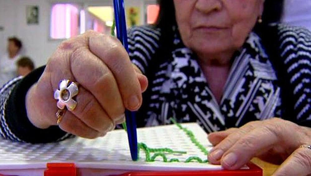 Aprendiendo a vivir con Alzheimer (Archivo)