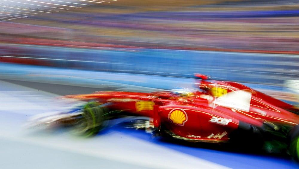 Alonso, a plena velocidad en Singapur