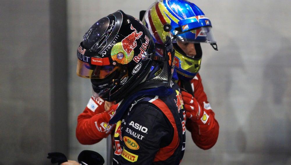 Alonso saluda a Vettel