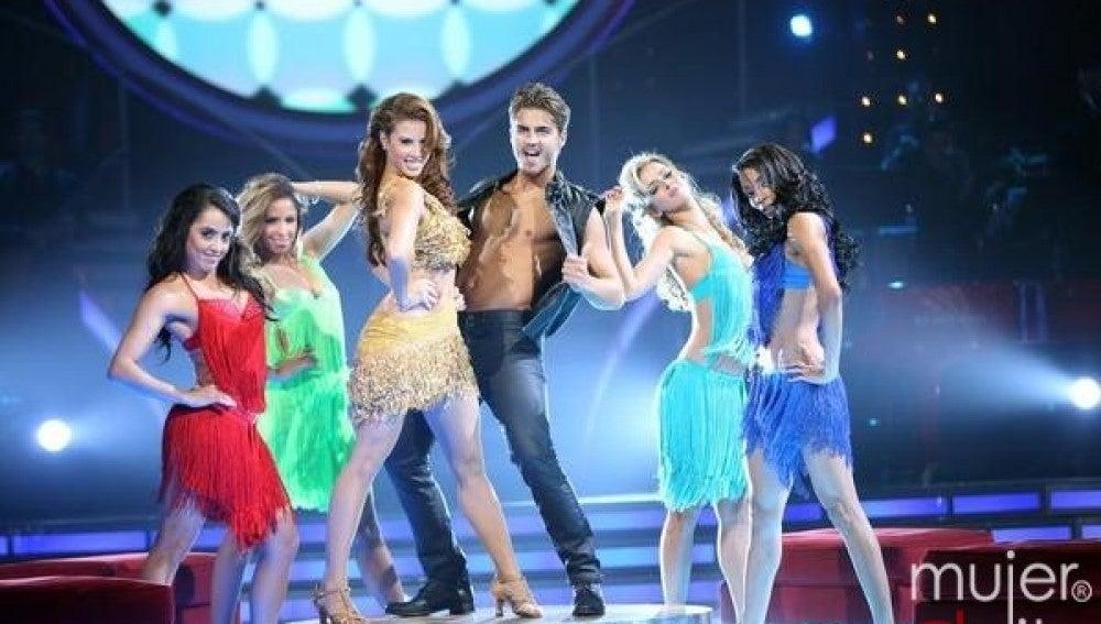 Maxi Iglesias se marca su baile más hot