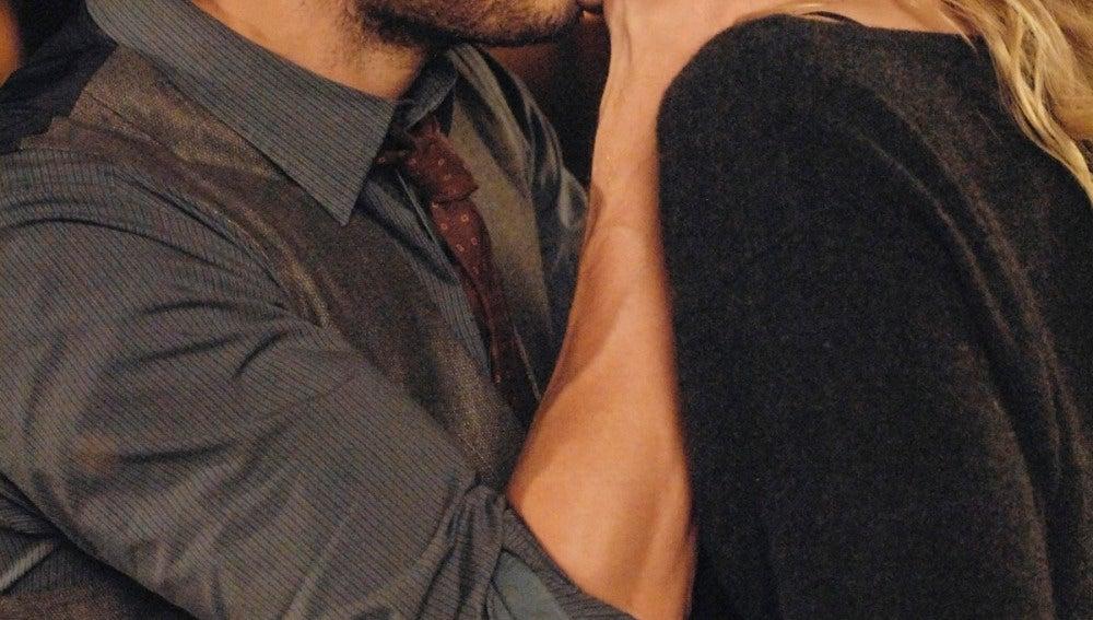 Graham besa a Emma