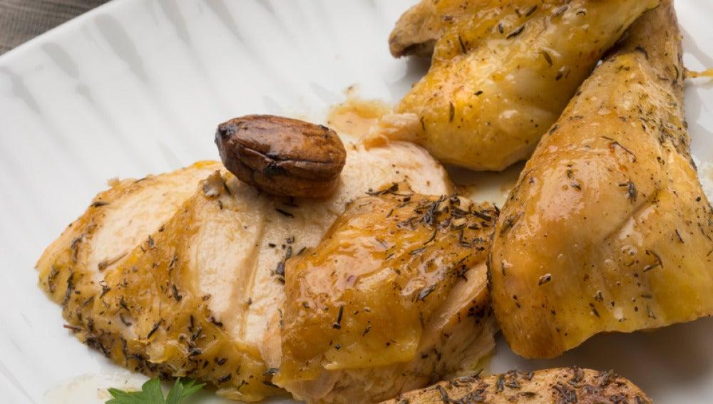 Pollo asado con ensalada