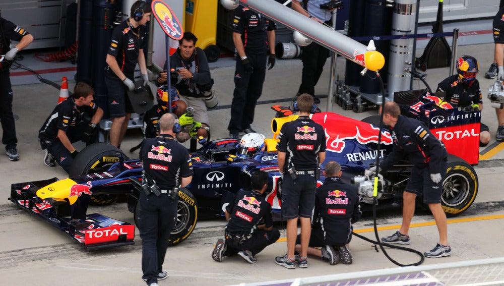 Vettel hace una parada en boxes