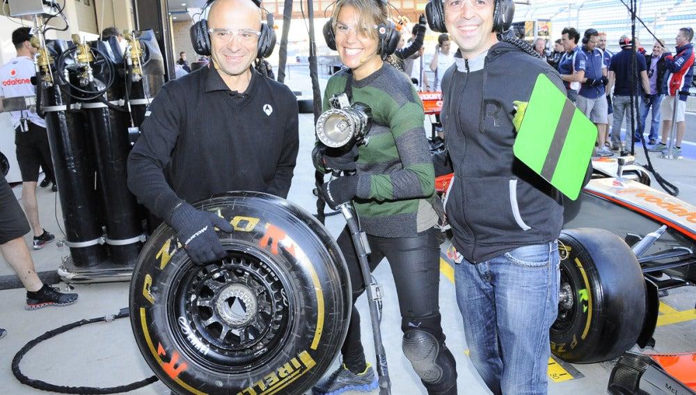 El equipo de Antena 3 en un pit stop