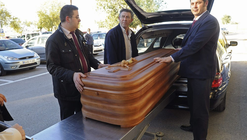 Cerca de 200 personas acudieron al sepelio de Juan Carlos Alfaro