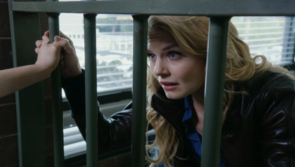 Emma quiere sacar a Mary Margaret de la cárcel