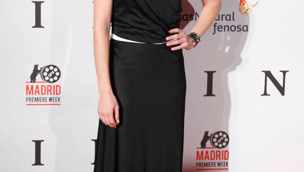 Ainhoa Arbizu, muy elegante con este modelo largo en negro