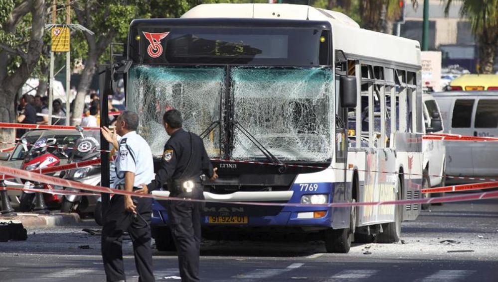La explosión de un autobús en Tel Aviv deja diez víctimas