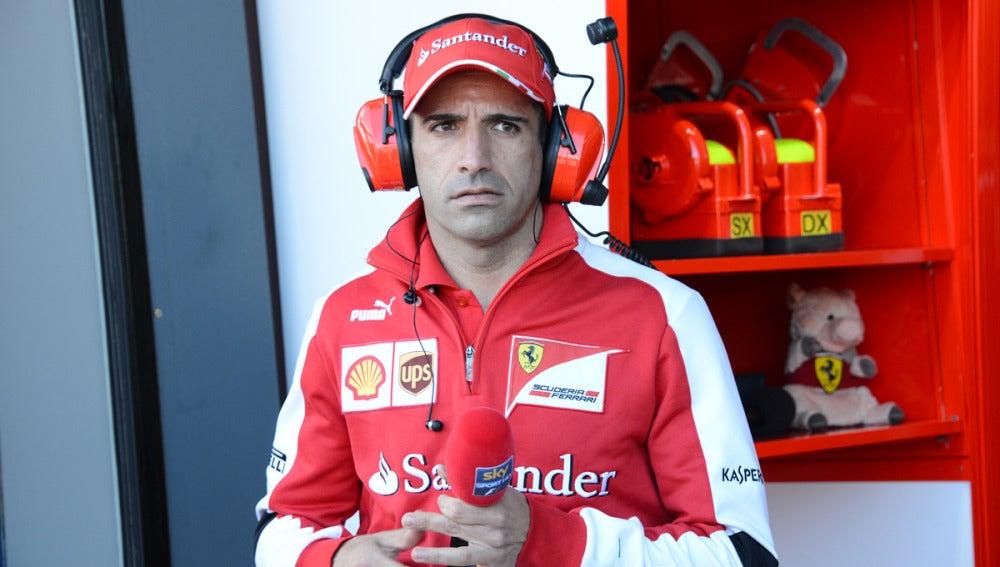 Marc Gené, en el box de Ferrari