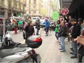 Protestas de la PAH ante el despacho del abogado de la infanta