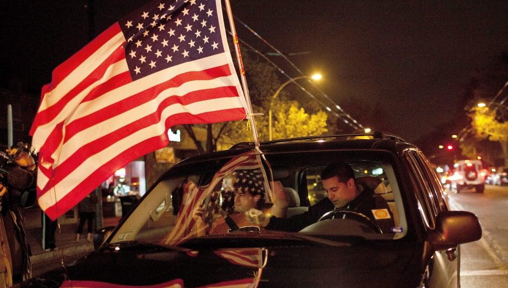Los ciudadanos celebran el arresto