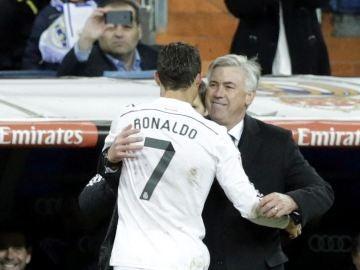 Carlo Ancelotti felicita a Cristiano Ronaldo