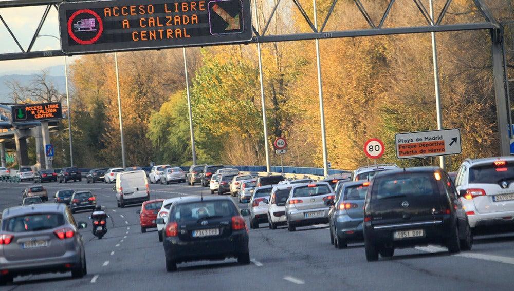 Tráfico en una carretera de entrada a Madrid