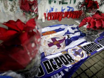 Bufandas del Deportivo en recuerdo a Jimmy