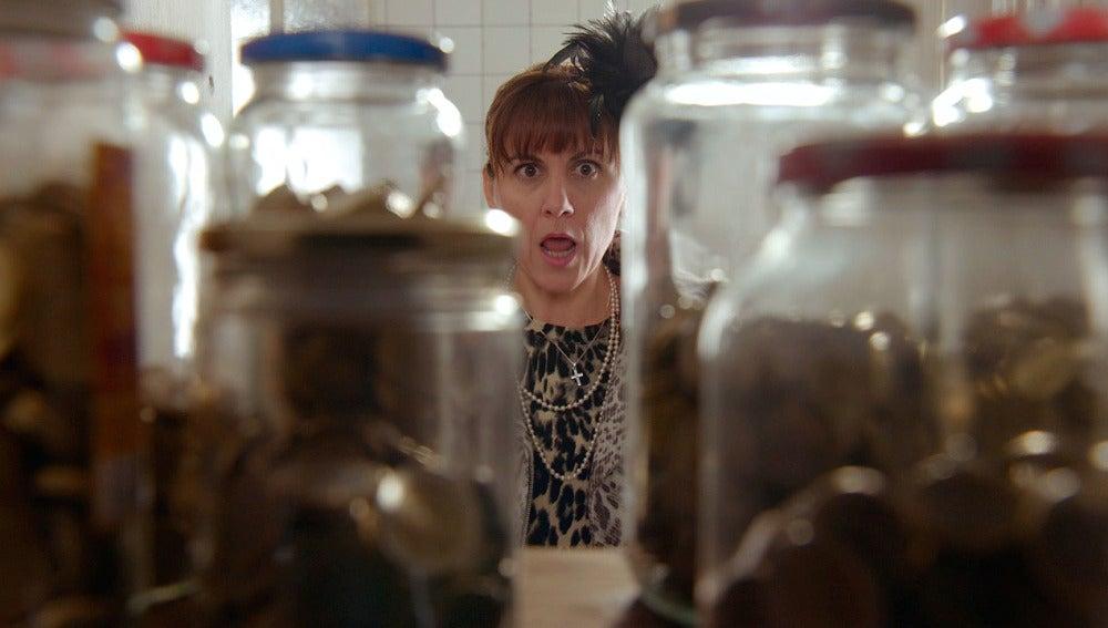Pilar encuentra un pequeño tesoro