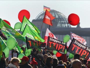 Multitudinaria manifestación en Berlín contra el TTIP