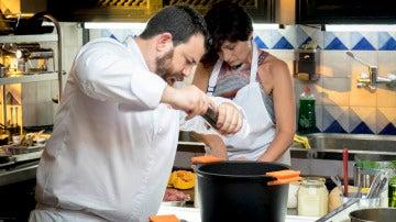 Los concursantes estrenan la cocina teledirigida para guiar a sus madres en la prueba grupal