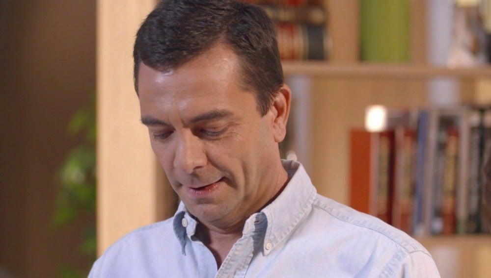 Pedro se queda sin palabras al leer la invitación de su boda