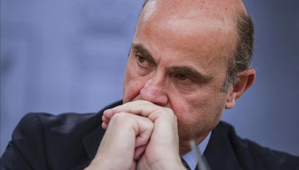 Luis de Guindos, este viernes, durante la rueda de prensa posterior a la reunión del Consejo de Ministros