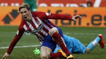 Fernando Torres celebra su gol ante el Eibar en el Calderón