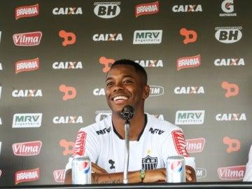 Robinho en su presentación como nuevo jugador del Atlético Mineiro