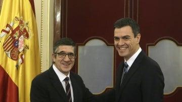 El presidente del Congreso, Patxi López, y el secretario general del PSOE, Pedro Sánchez