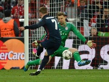 Griezmann superando a Neuer y poniendo el 1-1