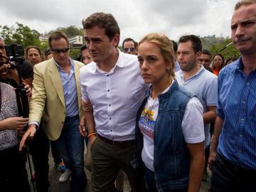 Rivera intenta sin éxito visitar en la cárcel a Leopoldo López e informa de que se reunió con Capriles