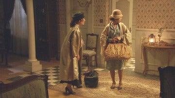 Alguien sorprende a Camila y Beatriz cuando tratan de huir