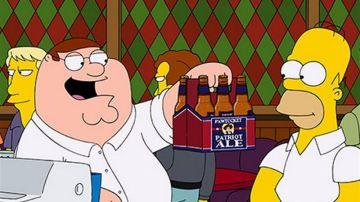 Homer y Peter compiten para ver cuál de sus cervezas, Duff o Pawtucket, es la mejor