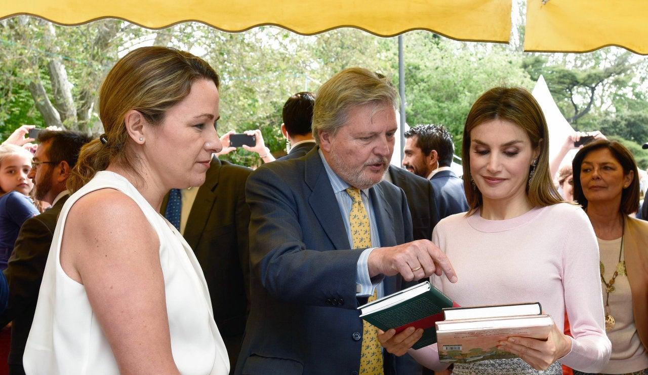 La Reina Letizia inaugura una nueva edición de la Feria del Libro