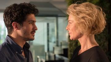 """Carlos a Claudia: """"Vayámonos lejos de aquí"""""""