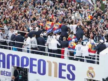 El autobús del Real Madrid pasea la Undécima por Madrid
